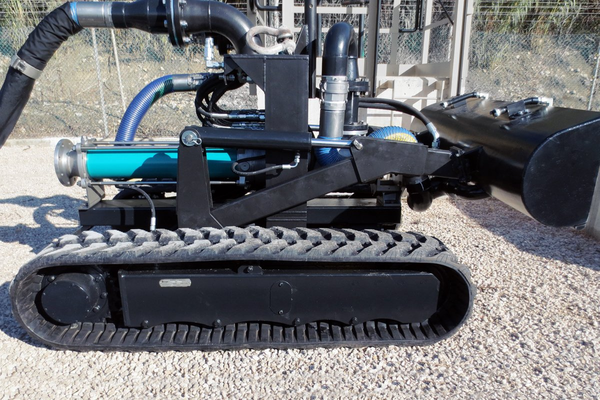 ATEX robot for suction of ponds 1